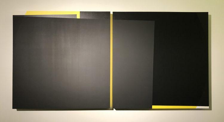 """Acrylarbeit """"gelber Kreis"""" von Susanne Werdin, 2 Quadrate mit Zwischenraum, der gelb leuchtet"""