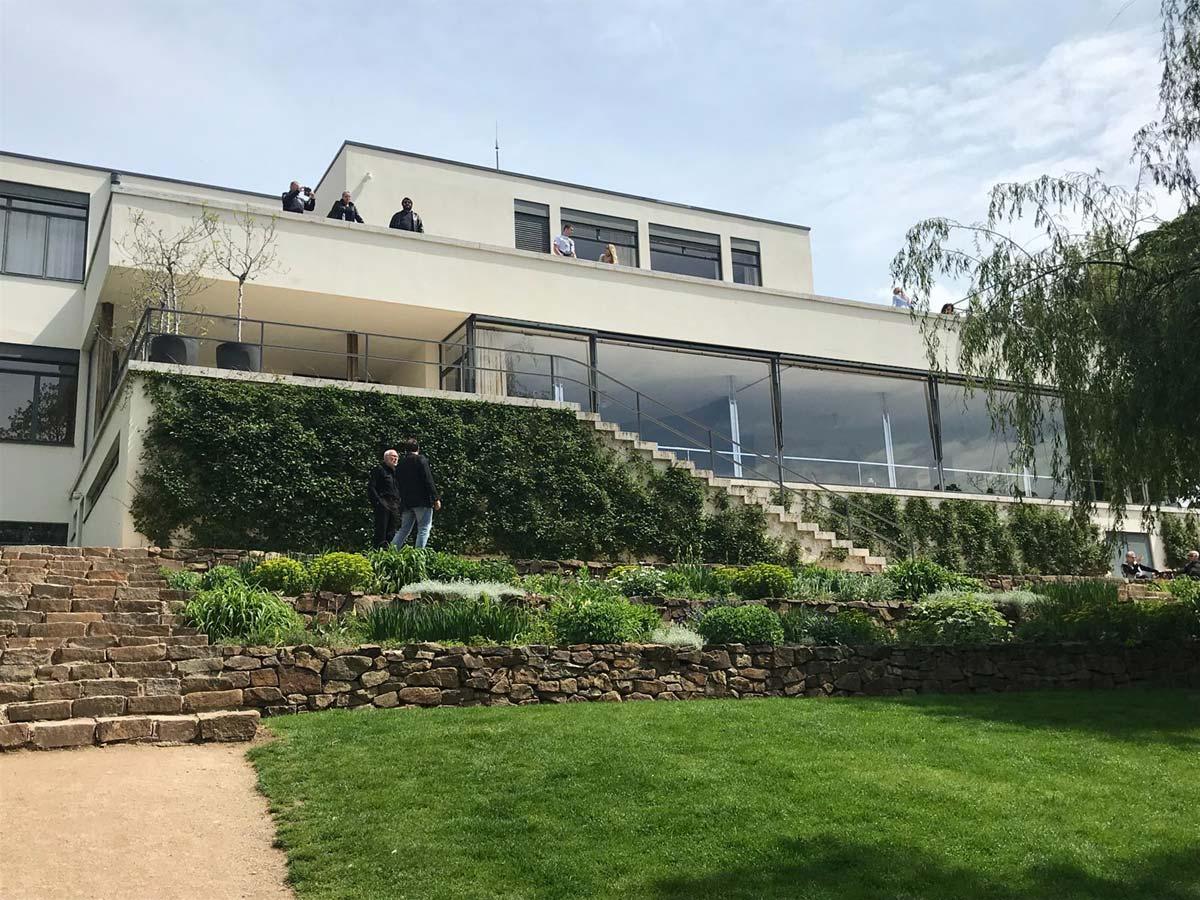Blick auf die Villa Tugendhat. Brünn von der Gartenseite
