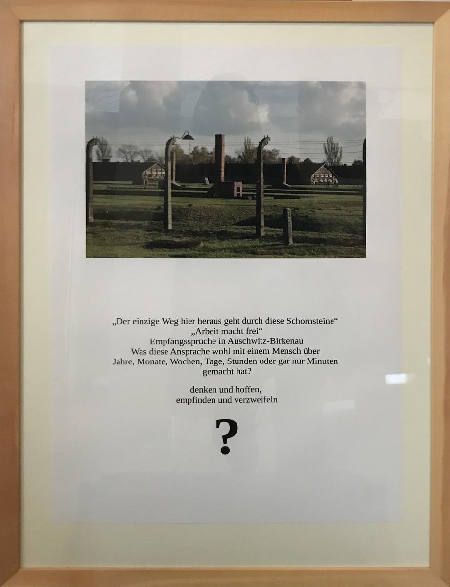 """Werk von Udo Benker-Wienands - Titel""""Auschwitz"""" Technik: Fotogedicht"""