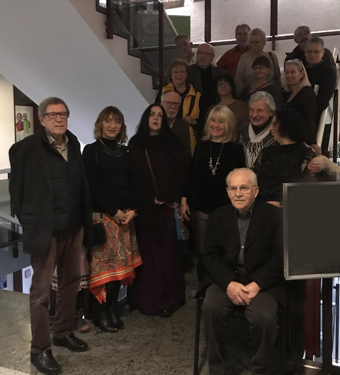 """Gruppenbild der anwesenden Künstler bei der Vernissage """"VIELFALT"""" am 16.01.20"""