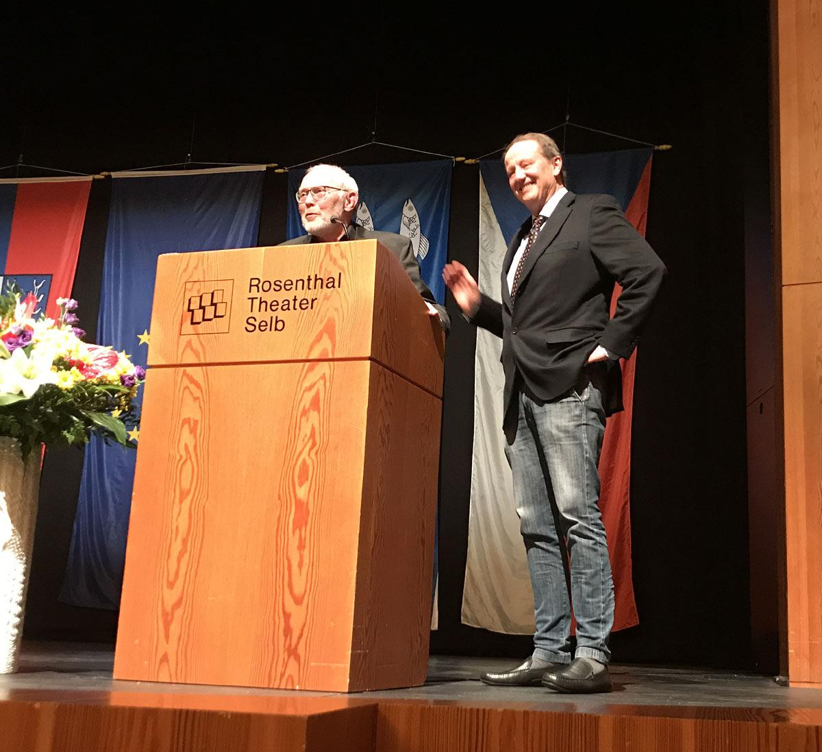 Hans-Jochen Goller und Vorstand Dr. Claus Triebel bei der Eröffnung des Gesamtprojektes EUROPA GANZ NAH - EVROPA VELMI BLÌZKO